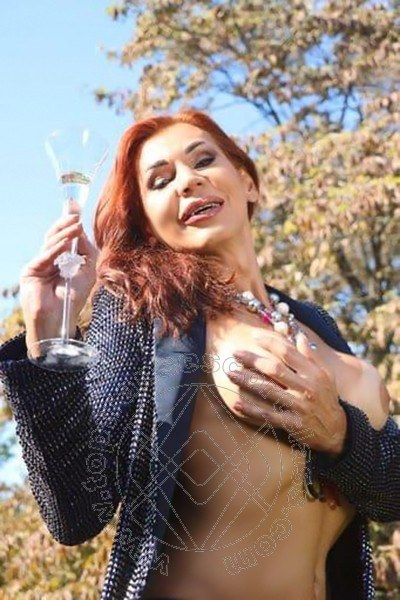 Claudia B. MILANO 3425725367